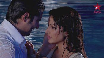 Beautiful Watch Yeh Rishta Kya Kehlata Hai Clip   Love In The Pool
